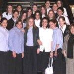 Bais Yaakov expels 9 girls for using non-kosher cell phones